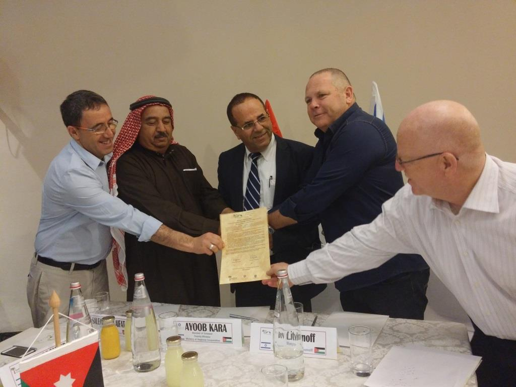 Signing on MoU for Model Farm