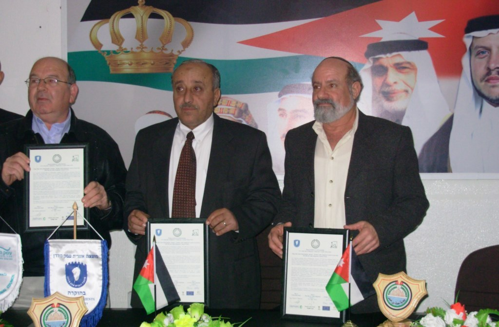Israeli Jordanian mayors sign on MoU to develop Peace Park